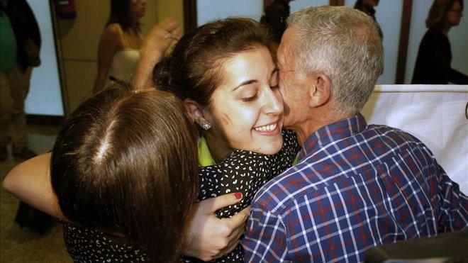 carolina abrazo padres