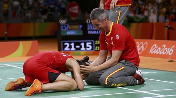 Carolina y Fernando tras ganar la final olímpica de Río de Janeiro en 2016